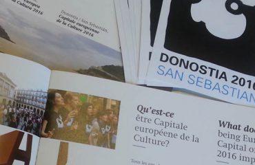 Foto GipuzkoaDigital.com © Donostia San Sebastián Folleto y pegatinas