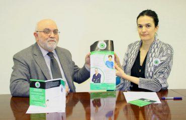 FOTO: Ángel Garay e Itizar González posan en la sede del COF Gipuzkoa tras la firma del acuerdo.