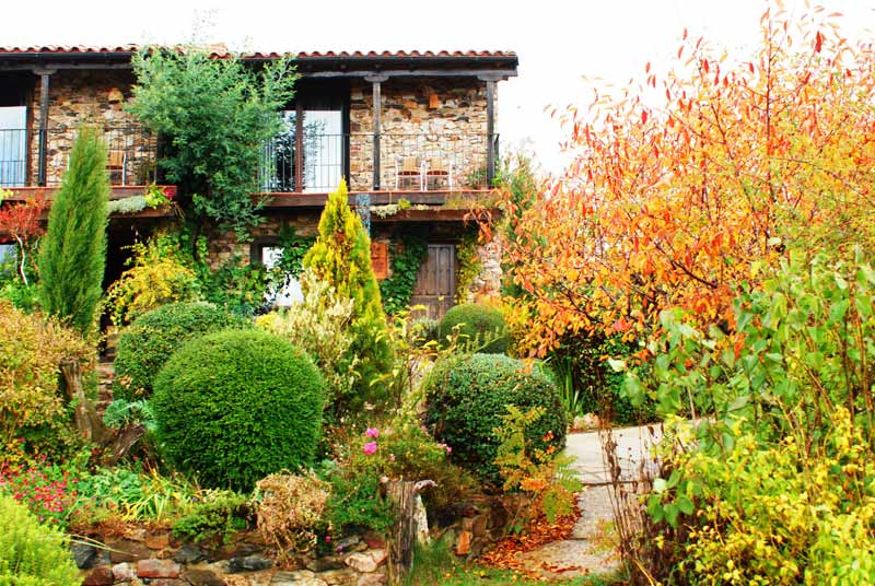 Casas rurales jardines del robledo salamanca for Casa rural jardin del desierto
