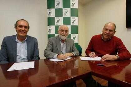 FOTO: De ida. a dcha. Manuel Marañón, Secretario de AGIAC; Ángel Garay, Presidente del COFG; y José Mª Alvariño, Presidente de AGIAC.