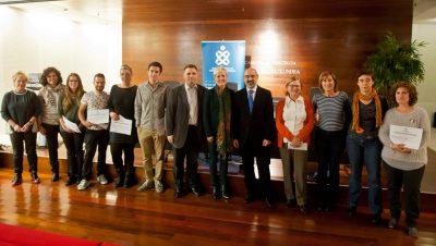 FOTO: Imagen de grupo de los premiados en las Jornadas, junto al Comité Científico, Pilar Lecuona, Presidenta del COEGI y el ponente Tontxu Campos.