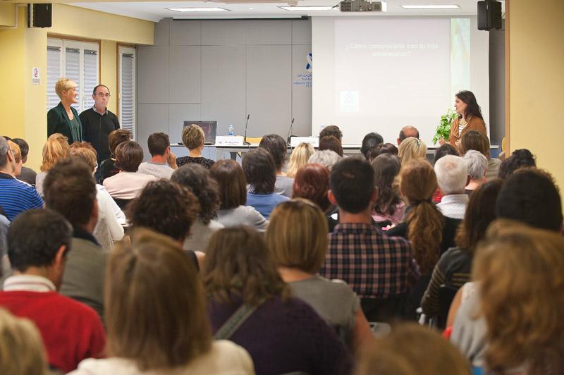 FOTO de archivo de una de las charlas de la I Edición del Espacio de Salud y Cuidados del COEGI.