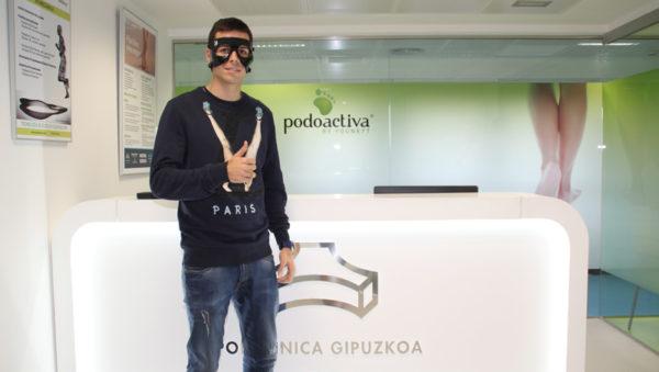 imagen de Manu del Moral con la máscara protectora para la cara