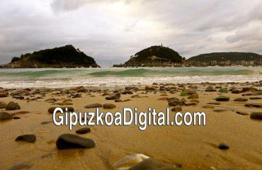 Foto GipuzkoaDigital.com © Donostia San Sebastián Las Piedras de la Playa de Ondarreta