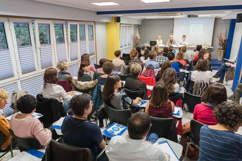FOTO: Imagen de la inauguración de la Jornada a cargo de la Presidenta del COEGI, Pilar Lecuona.