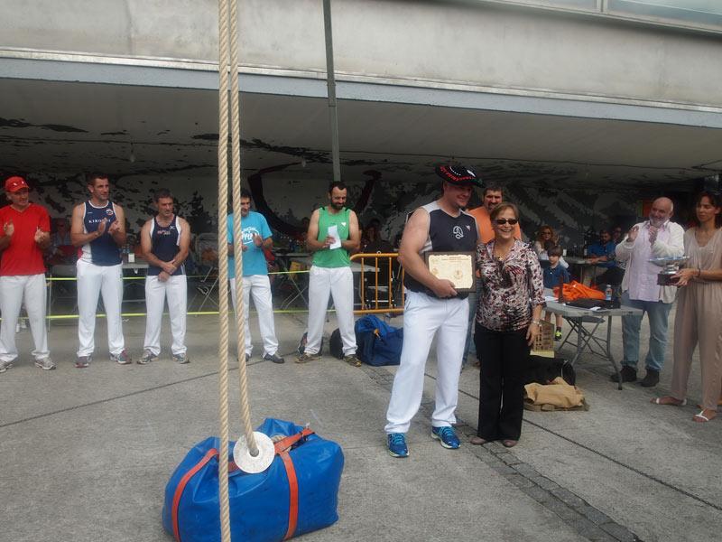 """""""Tubi"""" se ha alzado con el quinto campeonato de levantamiento de fardo de Euskadi"""