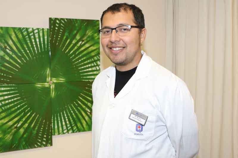 imagen del Dr. Julio Bernuy, especialista en aparato digestivo.