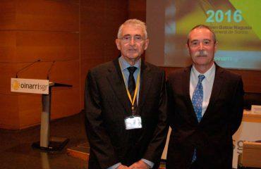 presidente de Oinarri SGR (José Ignacio Gárate, a la izquierda de la imagen), junto a Pío Aguirre, director general de la compañía.