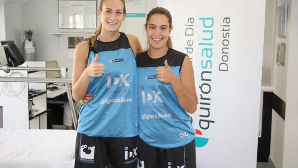 Imagen de Onintza Aduriz y Lara González antes del reconocimiento médico