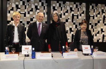 De izda. a dcha. la presidenta del COEGI, Pilar Lecuona; Máximo González Jurado,; María José García Etxaniz y Hosanna Parra.