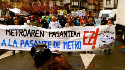 Manifestación contra la Pasante de Metro hoy en Donostia San Sebastián Foto GipuzkoaDigital.com Donostia San Sebastián 1 Abril 2017