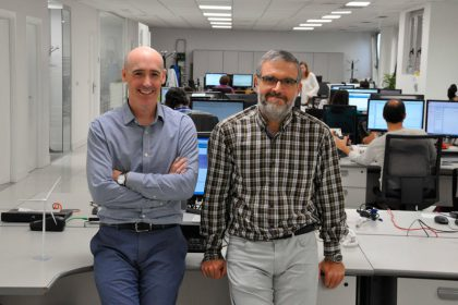 Maxwind Technology, Unai Elosegui (socio y director de Hispavista), junto con Igor Egaña.