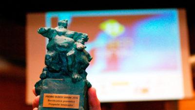 imagen de la figura representativa otorgada al premio Buber al mejor Proyecto Innovador