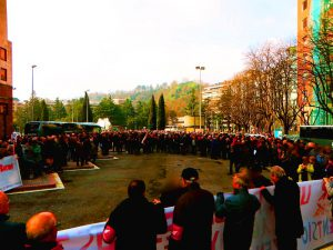 """Miles de pensionistas indignados exigen en las calles de Donostia San Sebastián """"pensiones dignas"""""""