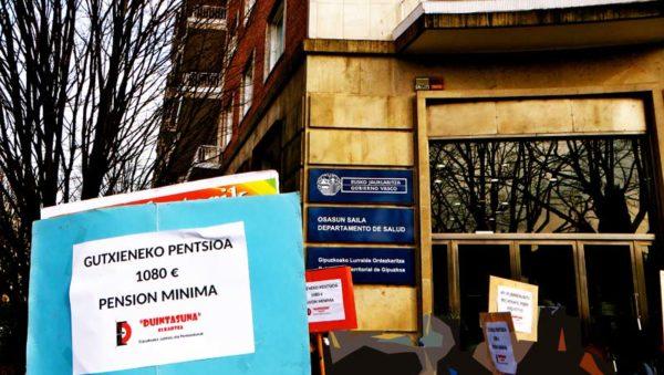 Miles de pensionistas indignados exigen en las calles de Donostia San Sebastián