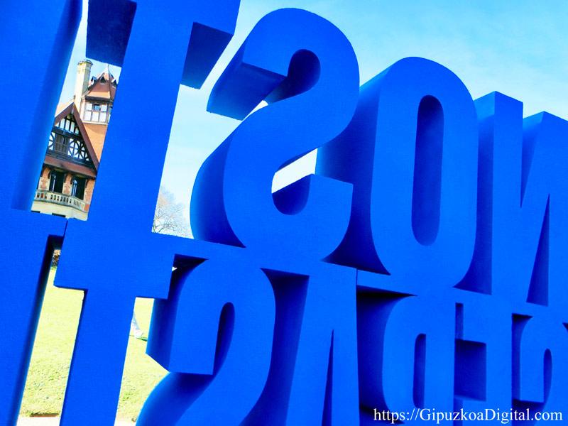 Donostia San Sebastián, cartel tapa grúas, cata