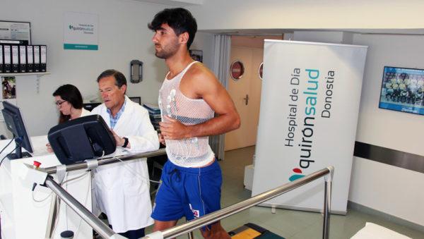 Alain Eizmendi en su reconocimiento médico en el Hospital de Día Quirónsalud Donostia