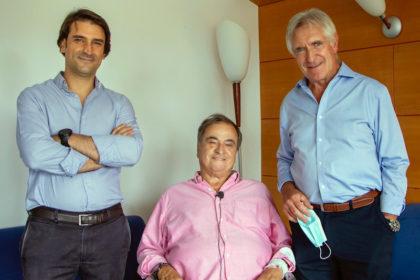 Paco Biosca, con los traumatólogos Alberto Hernández y Jaime Usabiaga
