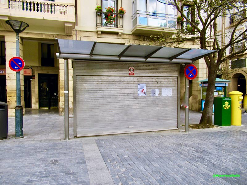 Kiosco de prensa cerrado en Donostia San Sebastián