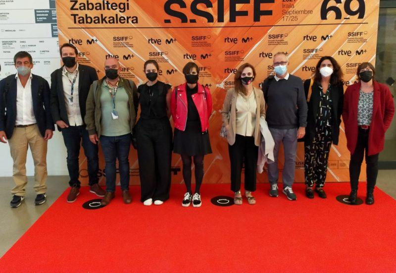 FOTO: Representantes del Ministerio y de REDCAU tras la reunión celebrada ayer en el marco del Zinemaldi.