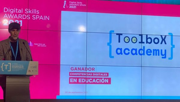 FOTO: Un momento del discurso de Francisco Vico, profesor de la Universidad de Málaga, en la entrega de premios de AMETIC celebrada ayer.